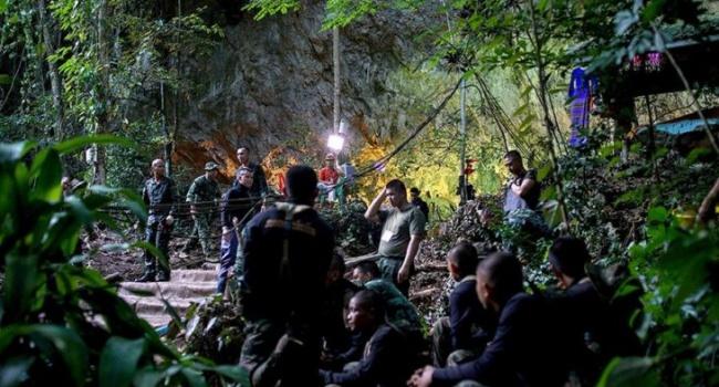 О спасенных детях из затопленной пещеры в Таиланде снимут фильм