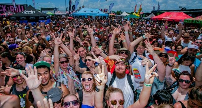 Музыкальный фестиваль в США «перегрел» сразу 200 человек
