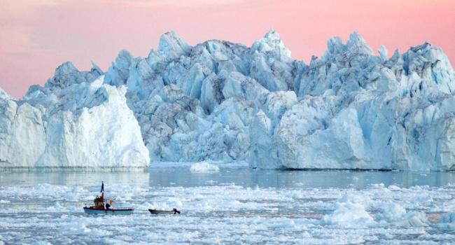 Разрушение крупнейшего ледника вГренландии попало навидео