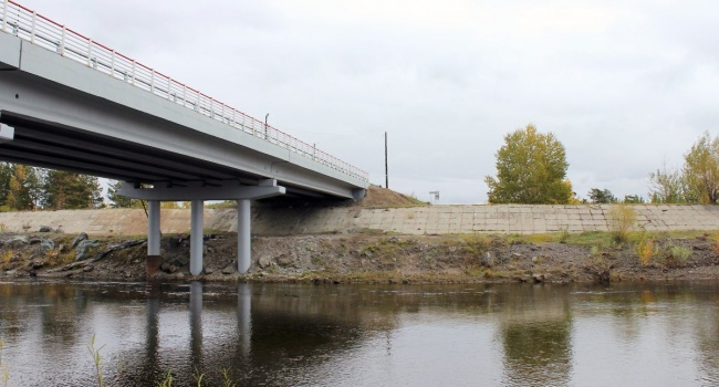 Масштабный паводок в России разрушил мост: опубликовано видео