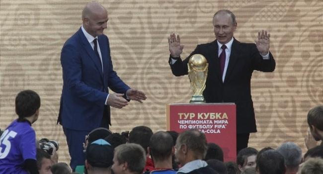 Сотник: простите, болельщики, но Путин прикоснулся к вашей любимой игре. А все, к чему он прикасается, начинает вонять дерьмом и кровищей