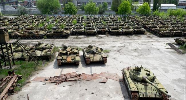 На территории много новых танков: в Украине обнаружили секретную воинскую базу