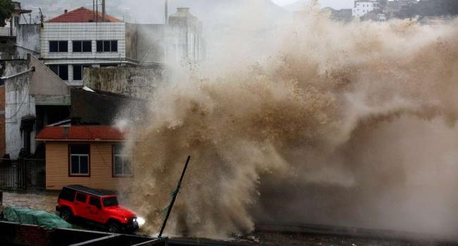 Из Шанхая эвакуируют сотни тысяч людей из-за надвигающегося тайфуна