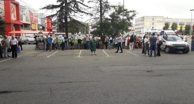Титушки в Киеве захватили госпредприятие