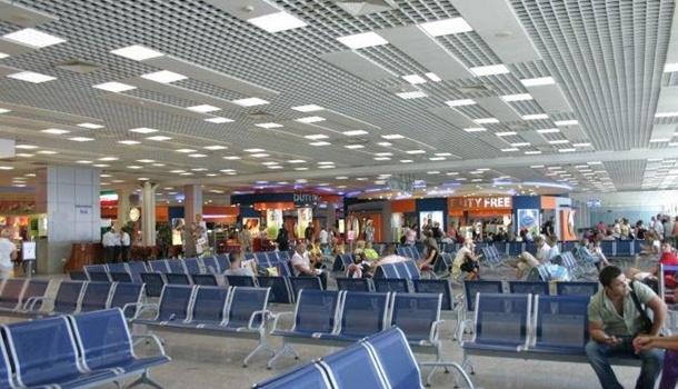 Усамолета пробито колесо: вЕгипте вновь «застряли» около 200 украинских туристов