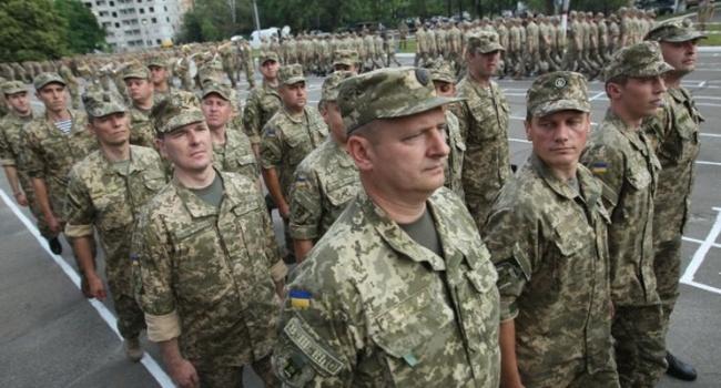 Волонтер: дырка в бюджете, но на зарплаты военным деньги нужно найти