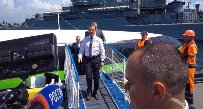 Россияне в невиданной ярости: Медведев признал Севастополь Украиной, грядет большой скандал