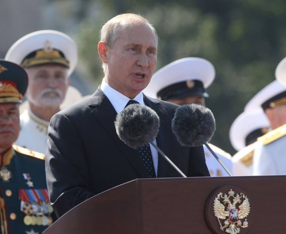 «От жары ботокс потек»: новый выход Путина озадачил пользователей сети