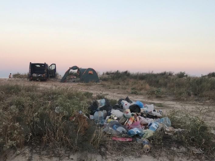 Известный украинский курорт превратили в свалку: фото