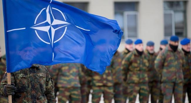 ВАфганистане при атаке смертника наконвой погибли три бойца НАТО