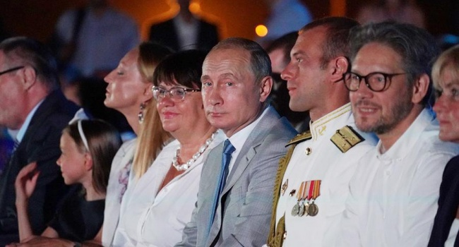 Украинский МИД выразил протест из-за визита Владимира Путина вКрым