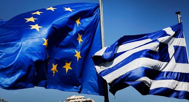 Несмотря на потерю двух областных центров, Крыма, находясь в войне, «шоколадно-мармеладная хунта» превзошла Грецию, – блогер