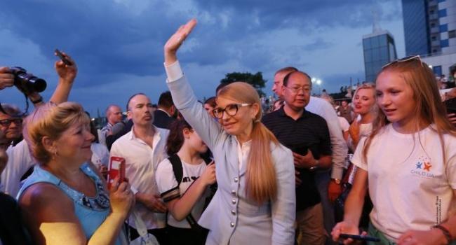На западной Украине Тимошенко уже начала готовить людей к примирению с Россией