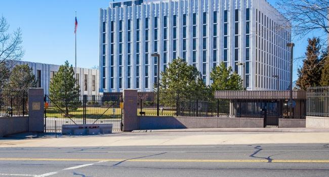 Россия не на шутку запаниковала: в посольстве РФ в США заявили о «драконовских» санкциях