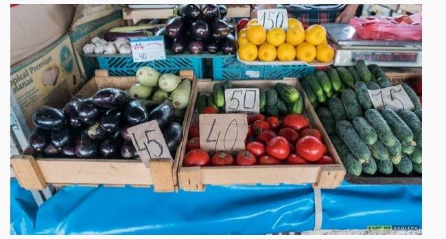 «В Крыму нечего есть?»: блогер показал главный рынок Симферополя
