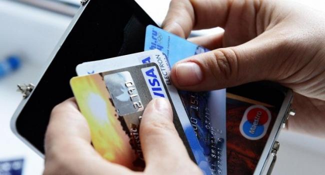 Со вчерашнего дня в Крыму больше не проводятся операции с банковскими картами Visa и МasterCard
