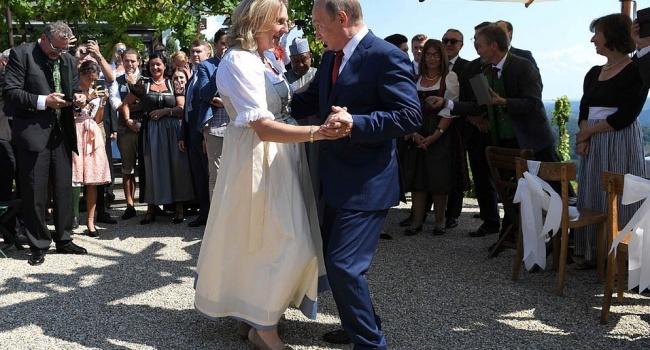 Казачий хор и странные рожи: танец Путина с невестой в Австрии поддался насмешкам