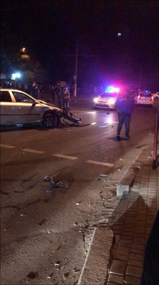 «Двадцать человек погибло…»: в Одесской области BMW на огромной скорости влетел в остановку, много жертв