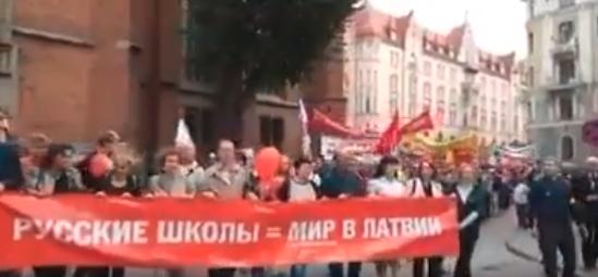 «Смотришь на таких дебилов, и понимаешь, почему от России шарахаются»: в сети подняли на смех «русский мир» в Риге