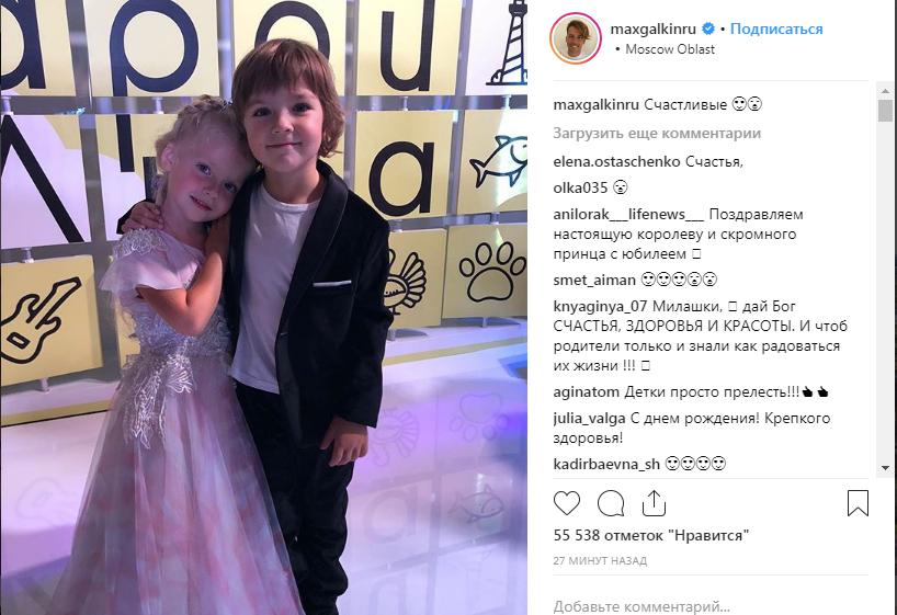 «Милота зашкаливает»: Галкин опубликовал новое фото Гарри и Лизы, поздравив их с первым юбилеем