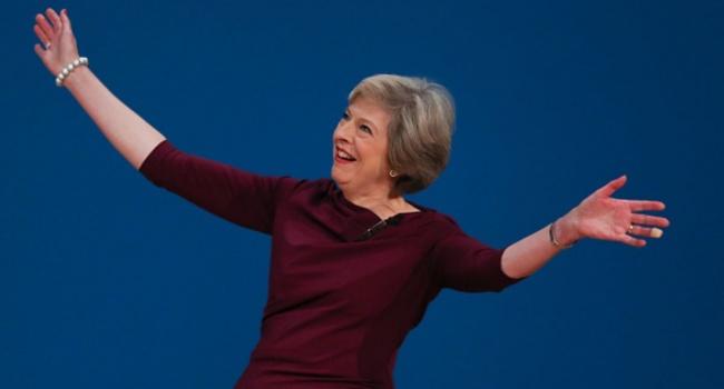 «Боже, уберите это»: в сети подняли на смех танцы Терезы Мэй