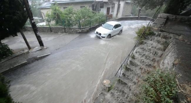 Потоп в Ялте: в сети появилось жуткое видео