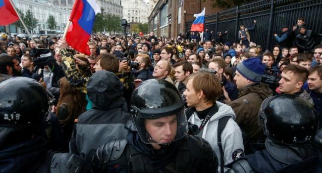 Навальный вывел россиян на массовые протесты против пенсионной реформы: полиция массово задерживает граждан