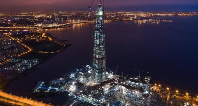 В самый высокий небоскреб в Европе ударила молния, - видео