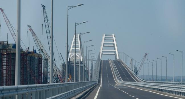 «Тот самый плавучий мост»: в сети опубликовано видео ЧП с Крымским мостом