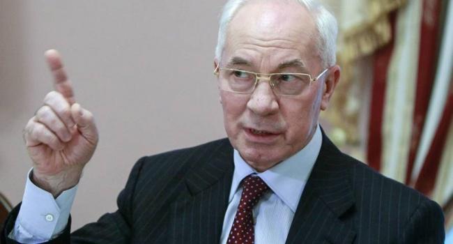 Азаров пояснил, на что потратили кредит Януковича