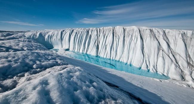 Огромный ледник на рекордной скорости движется в Арктике