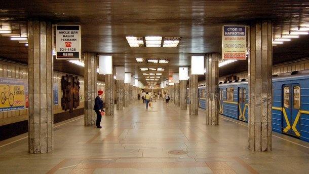 ЧП в метро Киева: состав с пассажирами застрял в тоннеле из-за поломки