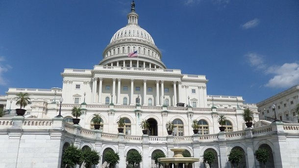 «России удалось легко отделаться»: американские демократы готовят новые мощные санкции