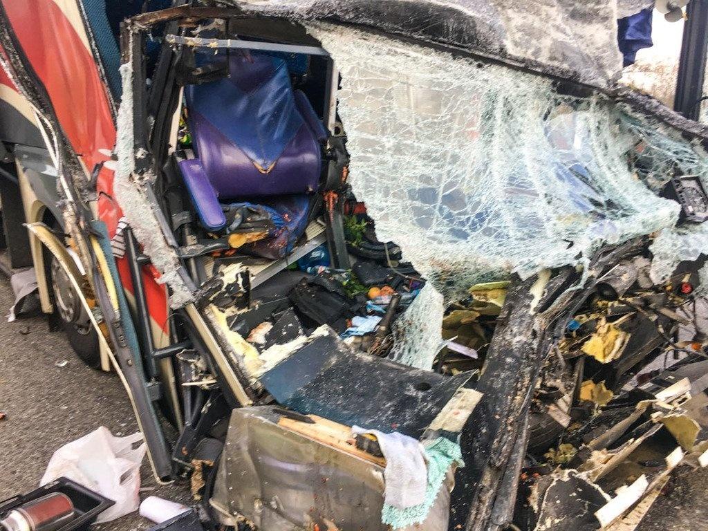 Все в крови: в сети показали новые фото с места жуткого ДТП, в котором погибла Марина Поплавская