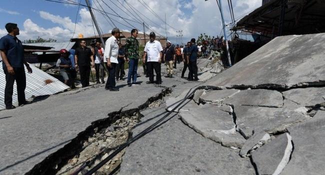 Землетрясение и цунами: в сети появились снимки последствий стихии в Индонезии