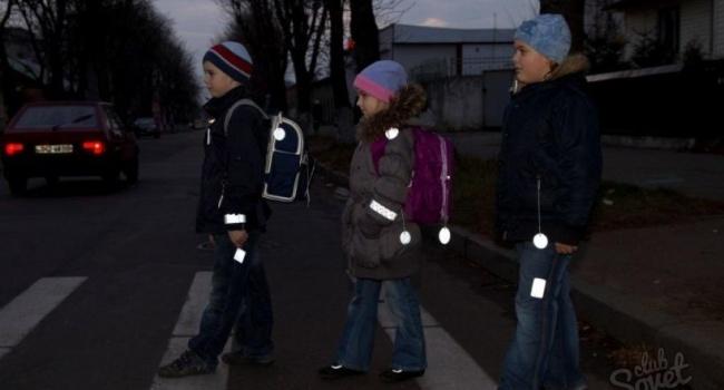 В Украине детям выдадут светоотражатели
