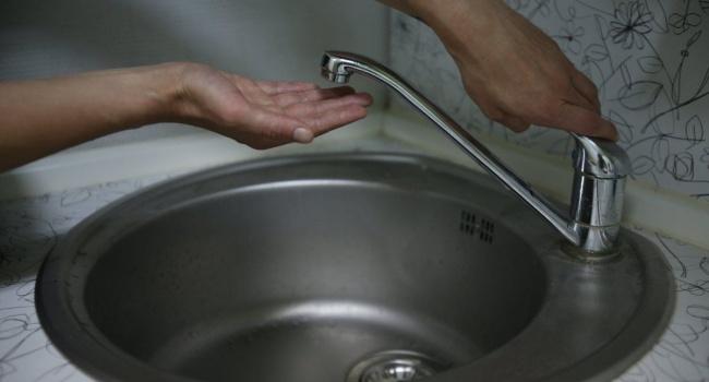 Горячая вода в кранах киевлян должна была появиться еще в пятницу: Сазонов назвал виновных