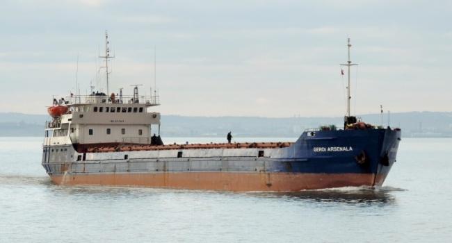 Сухогруз с украинцами на борту получил пробоину неподалеку от Крыма