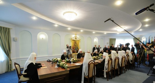 Историк развенчал фейк о том, что вслед за РПЦ отношения с Константинополем разрывают Белорусская, Армянская и другие церкви