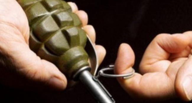 ЧП в Запорожье: неизвестный бросил гранату в прохожих
