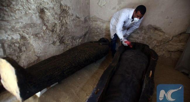 ВЕгипте археологи отыскали древнейший саркофаг смумией