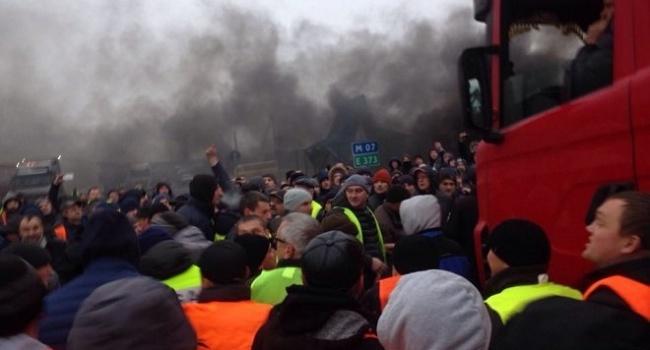 Новые протесты евробляхеров: заблокирован ряд пунктов пропуска награнице, пламенеют шины