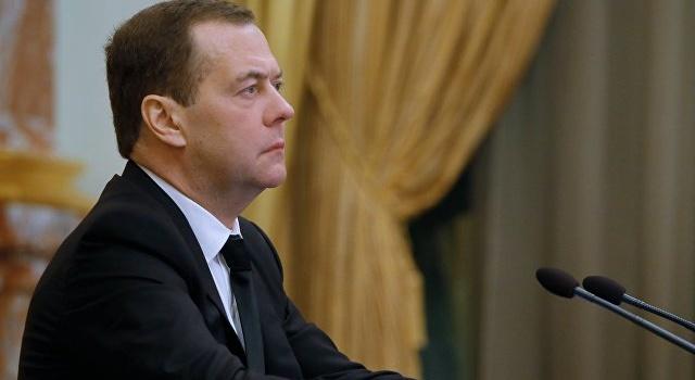 «Порошенко не имеет шансов победить на выборах, поэтому пошел на провокацию»: Дмитрий Медведев прокомментировал конфликт в Азовском море