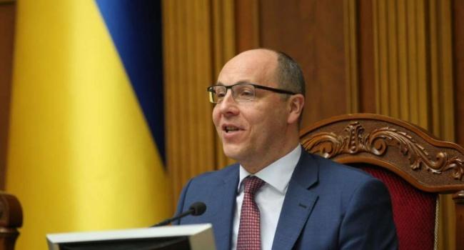 Парубий покинул Украину и не подписал закон о военном положении
