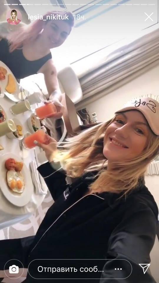 Леся Никитюк продемонстрировала роскошную фигуру на отдыхе и похвасталась дорогим шопингом в Дубаи