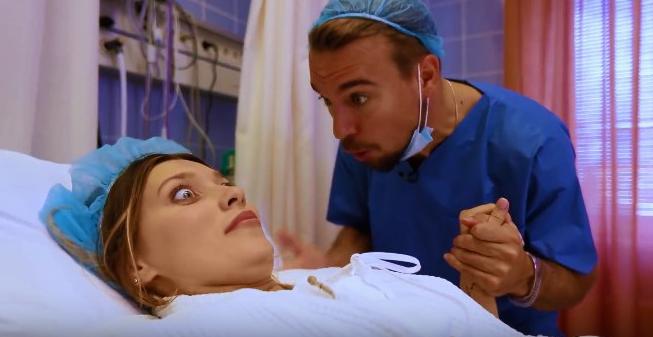 Регина Тодоренко поделилась видео с родильного зала, показав первые схватки