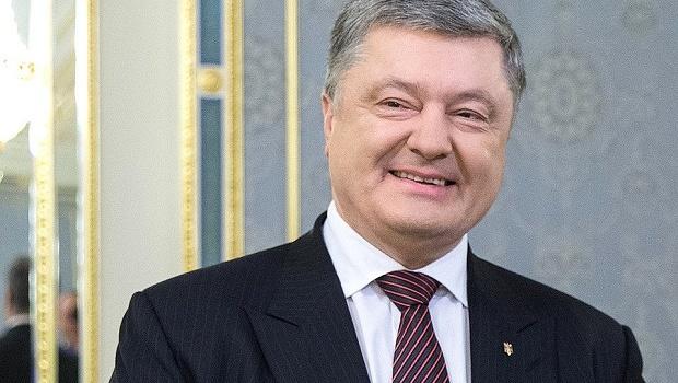 Порошенко: Больше РПЦ не будет расставлять в Украине «пальцы веером»