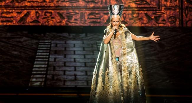 «Песни - совковая лажа и до Дивы ей, как до Китая пешком»: Ани Лорак жестко раскритиковали за ее грандиозное шоу в РФ