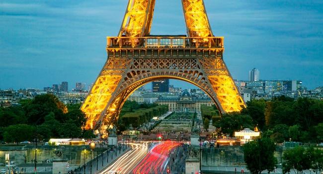 В Париже из-за протестов закрывают Эйфелеву башню