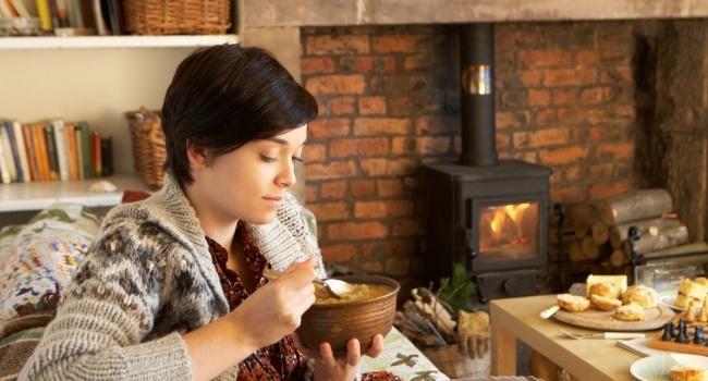 Медики рассказали о правилах питания в холодное время года